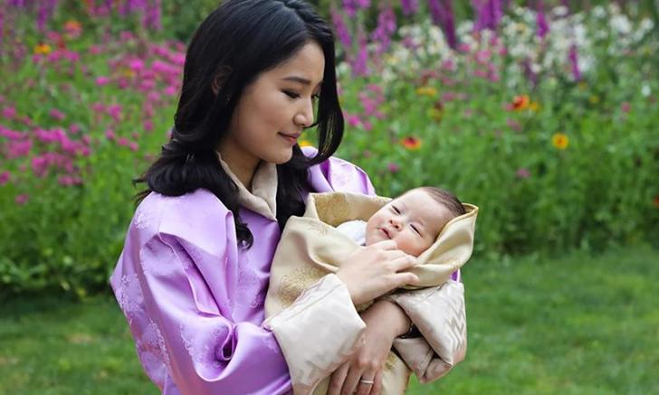 พระรูปแรก! สมเด็จพระราชินีเจ็ตซุน เผยโฉมพระราชโอรสพระองค์ที่ 2 ครั้งแรก