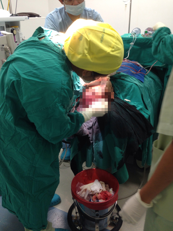 แหวนแหวน บุกห้องศัลยกรรม ประชิดขอบเตียงผ่าตัด