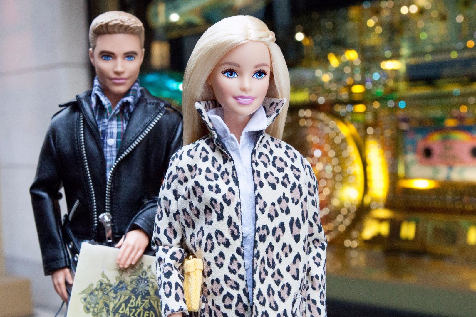 """เมื่อ """"ตุ๊กตาบาร์บี้' กลายเป็น ไอคอนสาว ที่มีคนติดตามกว่าล้านคน"""