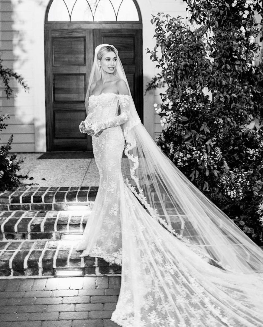 ชุดแต่งงาน Hailey Bieber