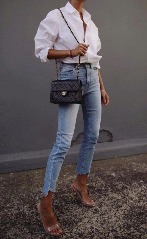เสื้อเชิ้ตสีขาว กางเกงยีนส์
